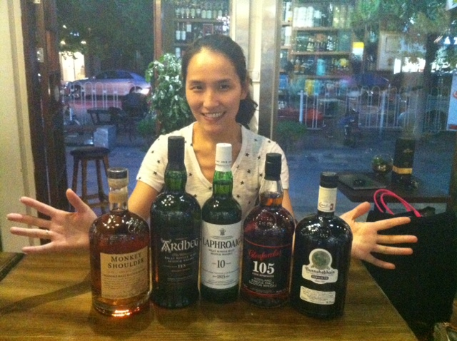 Ai Whisky whiskies with Helen