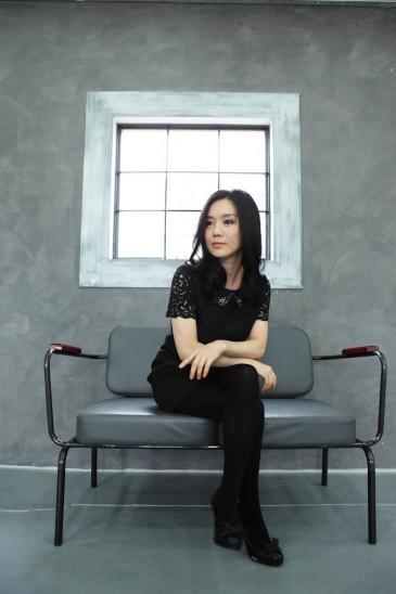 Hyeonseo Lee sitting